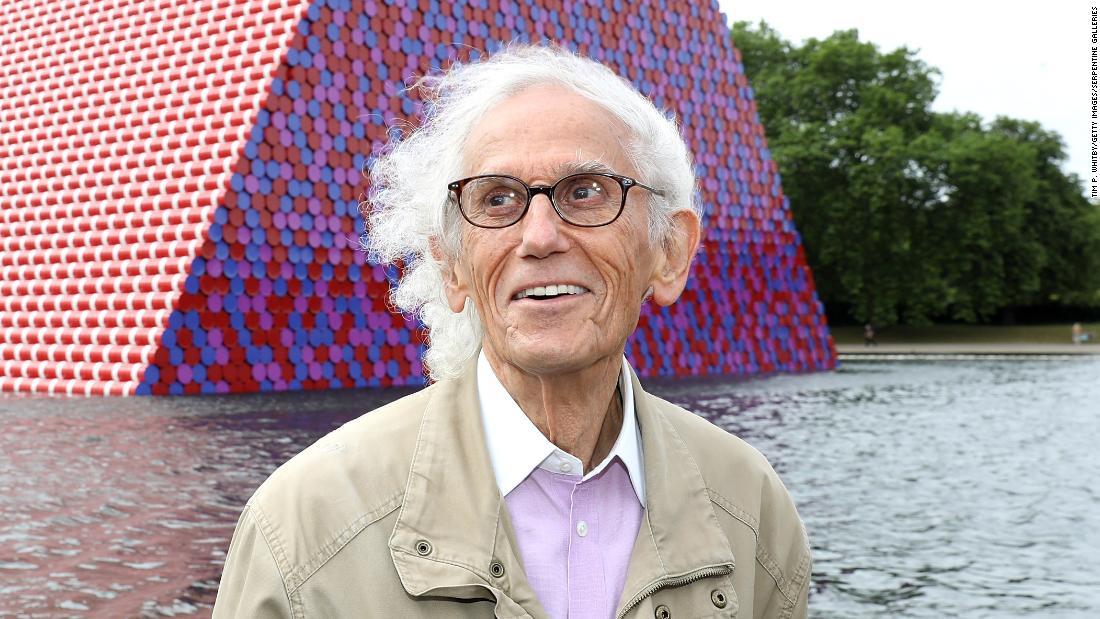 Artist Christo dies at 84