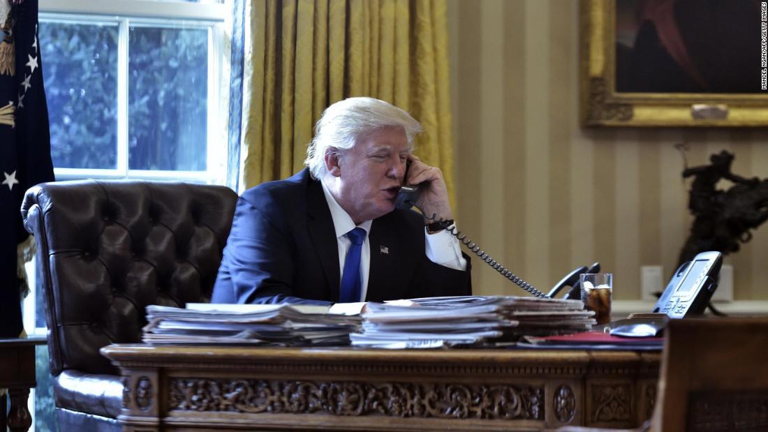 Carl Bernstein breaks down Trump's distressing phone calls