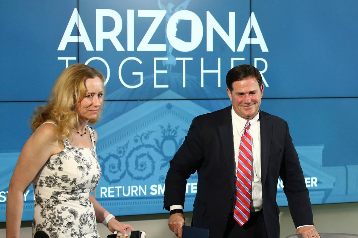 Photo of Arizona hospitals mobilize emergency plans as coronavirus spikes