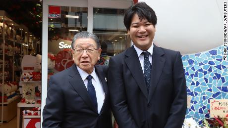 Sanrio president Shintaro Tsuji transfers the company to his grandson Tomokuni Tsuji.
