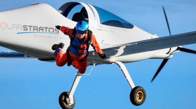 Raphael Domjan leaves the plane